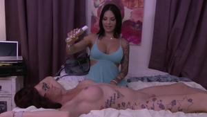Transsensual.com: Cock sucking along with brunette Ts Foxxy